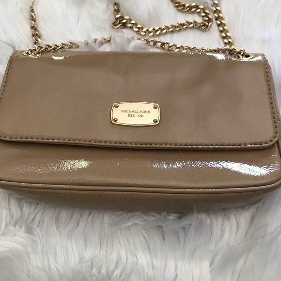 Michael Kors Handbags - NWOT Michael Korda Patent Leather Nude Clutch